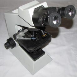 نمای روبرو میکروسکوپ بیولوژی 1600 برابر حرفه ای طرح المپیوس CX21