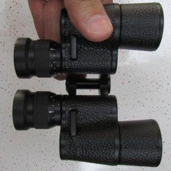 نمای پشت و محل اتصال بند گردنی در دوربین شکاری زایس جیبی مدل Zeiss Binoculars 7X30