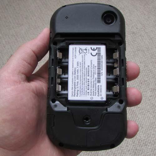 نمای محل قرار گیری باتری لیتیومی در جی پی اس گارمین مدل مونتانا 680
